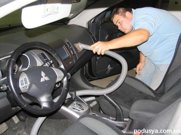 Как в домашних условиях почистить салон автомобиля